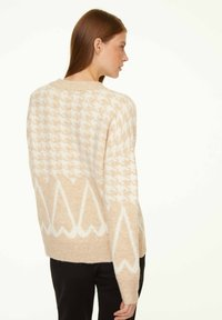comma casual identity - MIT JACQUARD-MUSTER - Jumper - beige houndstooth artwork - 2
