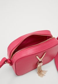 Valentino by Mario Valentino - DIVINA - Across body bag - fuxia - 2