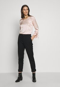 Esprit - Chino kalhoty - black - 1