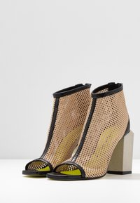 Fratelli Russo - FATIMA - High heeled ankle boots - nero/beige - 4