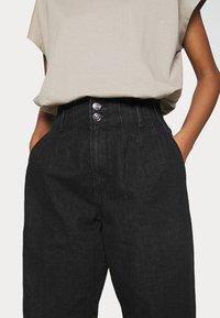 ONLY - ONLPLEAT CARROW - Trousers - black denim - 5