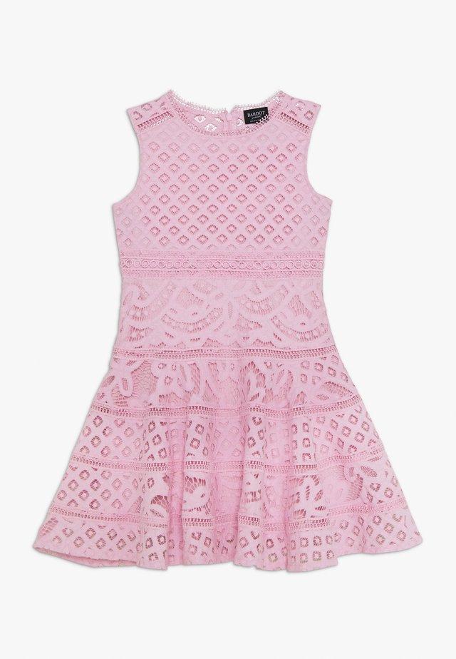 ELISE DRESS - Korte jurk - parfait pink