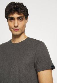 TOM TAILOR - BASIC CREW NECK TEE - T-shirt - bas - dark grey melange - 3
