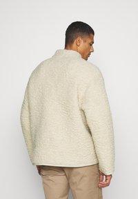 Weekday - CHEN PILE JACKET UNISEX - Winter jacket - beige - 2