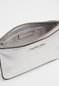 MICHAEL Michael Kors - Across body bag - silver - 4