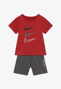 Nike Sportswear - TEE SET - Kraťasy - iron grey - 3