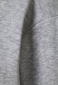Vero Moda Petite - VMNATALIA SET - Sweatshirt - light grey melange - 6