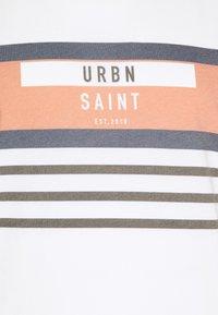 URBN SAINT - TARU TEE - T-shirt print - inca gold - 2