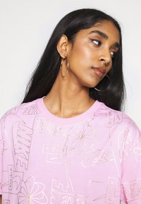 Nike Sportswear - TEE ICON CLASH - T-shirt imprimé - arctic pink - 4