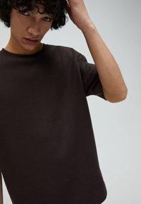 PULL&BEAR - T-shirt - bas - mottled brown - 3