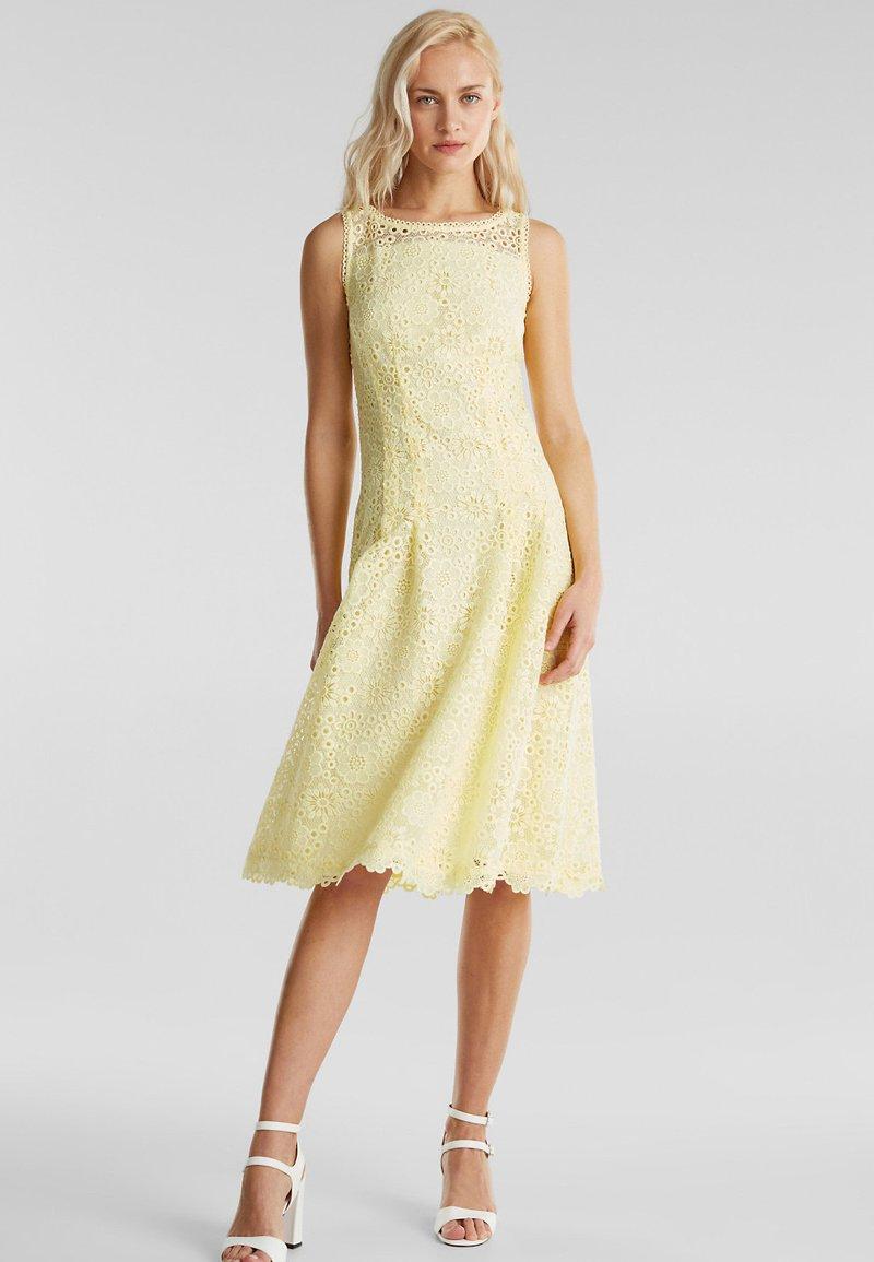 Esprit Collection Kleid Aus Floraler Spitze Cocktailkleid Festliches Kleid Lime Yellow Gelb Zalando De