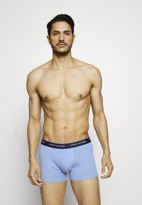 Tommy Hilfiger - 3 PACK - Pants - light blue/dark blue/blue - 2