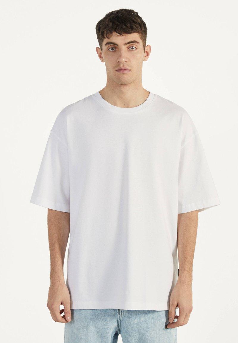 Bershka - Jednoduché triko - white