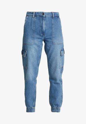 NMCARA MIA CARGO PANTS - Jeans Tapered Fit - medium blue denim