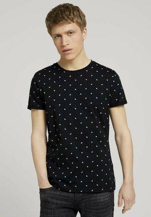 Print T-shirt - black mini palm leaf print