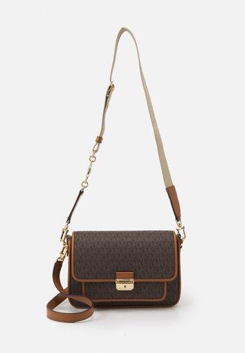 BRADSHAW - Handbag - brown/acorn