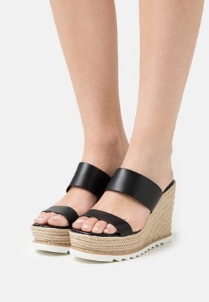 AGRAERITH WIDE FIT - Heeled mules - black