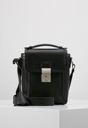 PASHLI CAMERA BAG - Across body bag - black