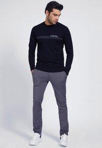 Guess - Sweatshirt - schwarz - 1