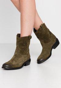 Lazamani - Cowboy/biker ankle boot - verde - 0