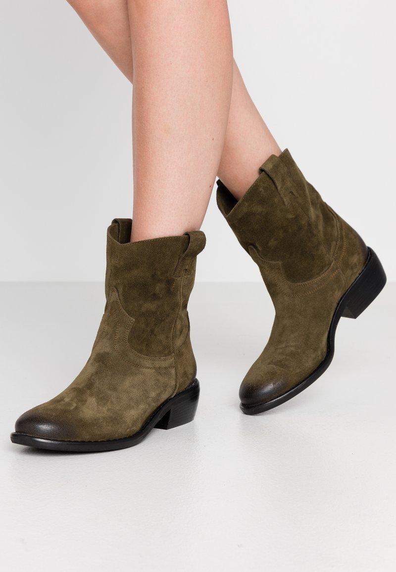 Lazamani - Cowboy/biker ankle boot - verde