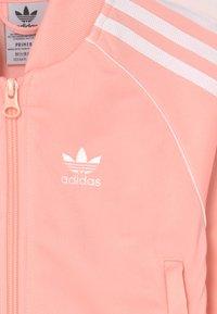adidas Originals - TRACKSUIT SET UNISEX - Survêtement - haze coral/white - 3