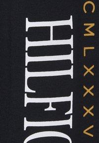Tommy Hilfiger - MIRRORED FLAGS LONG SLEEVE - Longsleeve - blue - 2