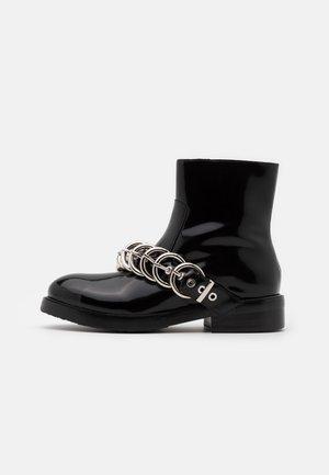 Cowboy/biker ankle boot - black box