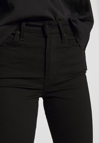 Levi's® - 725 HIGH RISE BOOTCUT - Jeansy Bootcut - black sheep - 4
