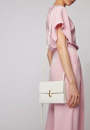 KRISTIN  - Across body bag - natural