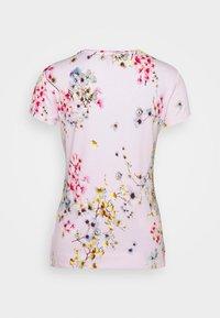 Ted Baker - ROBUN - Print T-shirt - pink - 1