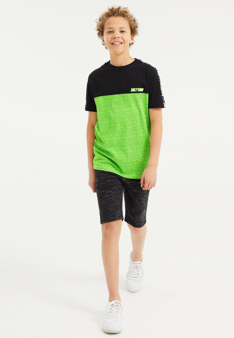 WE Fashion - Shorts - black