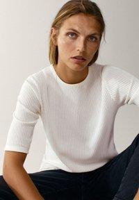 Massimo Dutti - CREW NECK - T-shirt basic - white - 4