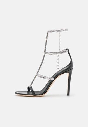 Korolliset sandaalit - tinta passante/nero