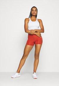 Nike Performance - SHORT HI RISE - Leggings - firewood orange/amber brown - 1