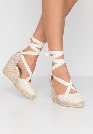 CUCU  - Korolliset sandaalit - ivory