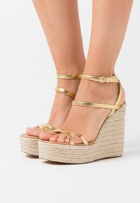 Topshop - WILLA WEDGE - Sandales à talons hauts - gold - 0