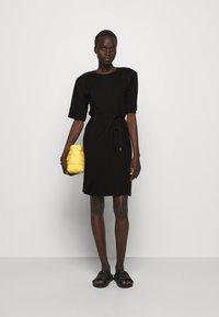 DESIGNERS REMIX - MODENA SLIT DRESS - Žerzejové šaty - black - 1
