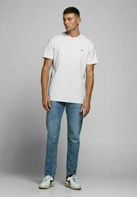 Royal Denim Division by Jack & Jones - JJ-RDD CREW NECK - T-shirt basic - white melange - 1