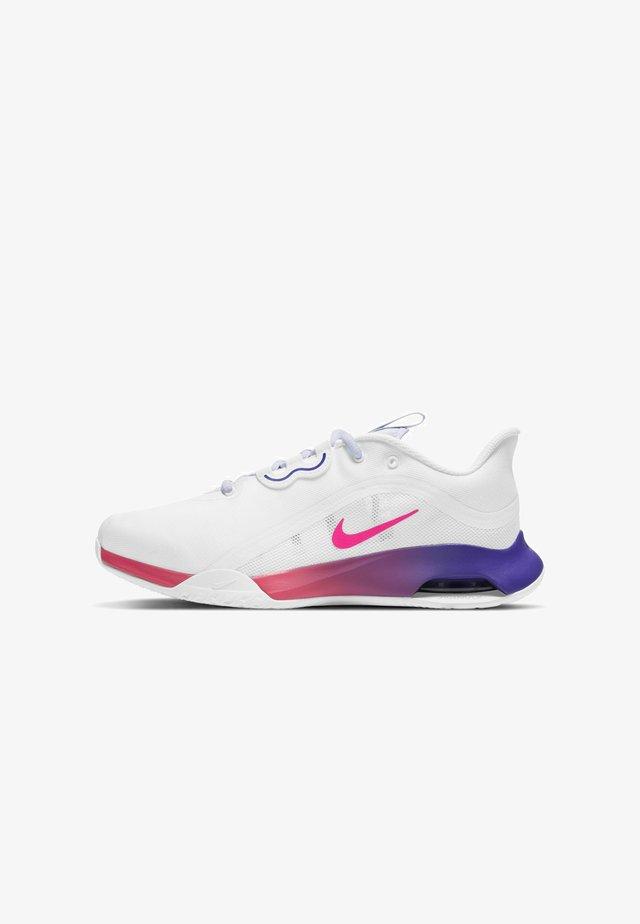 AIR MAX VOLLEY - Chaussures de tennis toutes surfaces - white/fierce purple/purple chalk/hyper pink