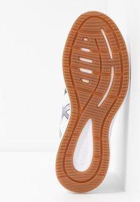 ASICS - GEL-TORRANCE 2 - Zapatillas de running neutras - white/black - 4