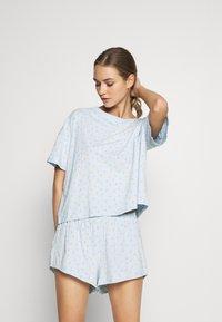 Monki - TOVA SET - Pyjama set - blue light rosey - 0