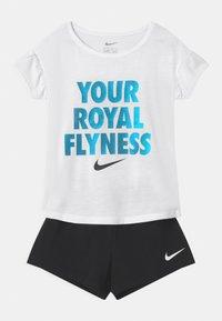 Nike Sportswear - LIL BUGS BUTTERFLY SET - T-shirt z nadrukiem - black - 0