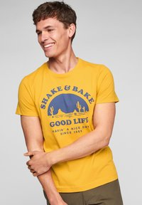 s.Oliver - MIT SCHRIFTPRINT - Print T-shirt - yellow good life print - 0