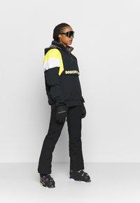 DC Shoes - TRANSITION REVERSIBLE ANORAK - Snowboard jacket - black - 1