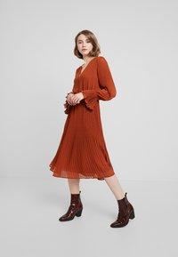 YAS - YASJOLANA DRESS - Robe d'été - caramel café - 2