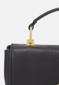 Coccinelle - LIYA - Handbag - noir - 5