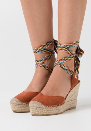 High heeled sandals - arcilla