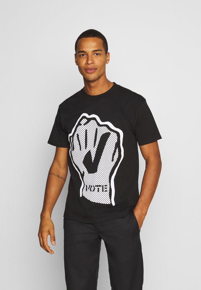 VOTE FIST - T-shirt con stampa - black