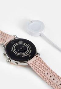 Michael Kors Access - GEN 5 LEXINGTON - Watch - pink - 1